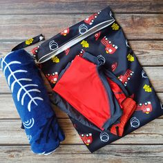 🌊  Our Large Reusable Waterproof Wet Bags are a great environmentally friendly alternative to single use plastic bags and are a must have for any parent!  👶  You can fold it and keep it in your baby bag to transport wet cloths, nappies, wet or soiled clothes etc.  👦  Take it to the beach or the swimming pool to transport your wet swimsuits or muddy clothes and gear back home. 👧  Our reusable wet bags also work great for daycare and schools that encourage messy and water play.