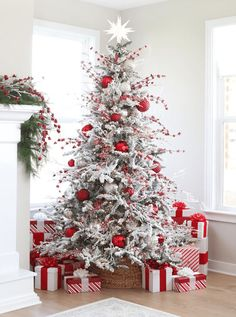 See more ideas about red christmas decorations christmas tree decorations and white xmas tree. The eye catching color combination of … home decor ideas 26 unusual red and white christmas tree decoration ideas 511017888969031377 White Flocked Christmas Tree, Beautiful Christmas Trees, Noel Christmas, Outdoor Christmas, Christmas Cactus, Flocked Trees, Christmas Lights, Rustic Christmas, Christmas 2019