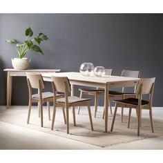 Rowico has been designing and manufacturing fine wood furniture that blends a classical approach with fresh design ideas. Dining Chairs, Dining Table, Wood Furniture, Marlow, Home Decor, Ideas, Scandinavian Design, Armchair, Timber Furniture