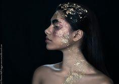 Goldenes Kind im Profil Fine Art Print