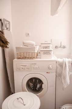 Zona lavandería Washing Machine, Laundry, Home Appliances, Rustic Style, Quartos, House Decorations, Laundry Room, House Appliances, Appliances