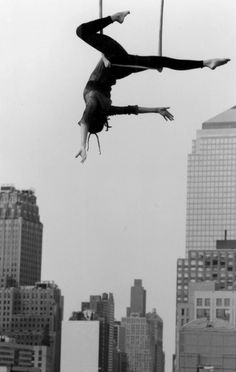 trapeze in the city