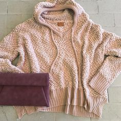 Warm yourself up in this •cute and cozy• sweater! Just add some darling accessories and you're good to go