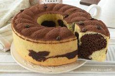 CIAMBELLONE al TIRAMISU VARIEGATO Sweet Desserts, Sweet Recipes, Cake Recipes, Dessert Recipes, Torta Angel, German Baking, Torte Cake, Oreo Cheesecake, Biscotti