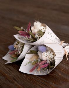 Don& miss how to create a mini flower bouquet right at home with this photo tutorial Bouquet Wrap, Dried Flower Bouquet, Small Bouquet, Floral Bouquets, Dried Flowers, Paper Flowers, Beautiful Bouquet Of Flowers, Flowers Nature, Beautiful Flowers