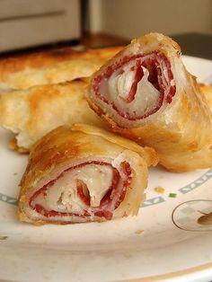 Değişik Börek Çeşitleri ,  #börekçeşitleriveyapılışı #hazıryufkadanböreknasılyapılır #hazıryufkadanbörektarifleri #hazıryufkadantepsiböreği #peynirlibörektarifleri , Börek çeşitlerinde birçok iç harcı kullanabilirsiniz. Ispanaklı, peynirli , patatesli, yeşil mercimekli, kıymalı, haşhaşlı harçlar hazı...