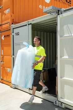 Mit dem HOME- und BRINGSERVICE von MO.SPACE sparst du dir das mehrfache Ein- und Ausladen deiner Sachen und somit viel Zeit und Arbeit. So bequem und einfach funktioniert unser einzigartiges Service: 1. Benötigte Größe des Containers auswählen 2. Kontaktlose Lieferung des ausgewählten Containers nach Hause oder zu deiner Firma 3. Be- und Entladung des Containers 4. Wir bringen den beladenen Container zur Lagerung auf unseren Selfstorage-Terminal in Bruck a. d. Leitha --> 24 Stunden Zutritt… Terminal, Simple