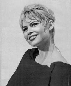 Bb Brigitte Bardot, Bridget Bardot Hair, Only Play, French Models, Vintage Beauty, Fashion Pictures, Most Beautiful Women, Super Women, Singer
