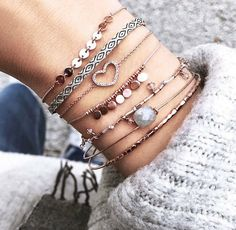 Pinned by: ☾OohmyJupiterr Dainty Jewelry, Cute Jewelry, Jewelry Box, Jewelry Accessories, Fashion Accessories, Jewellery, Ring Armband, Coco Chanel, Anklets