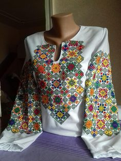 How To Choose An Embroidery Machine - Embroidery Patterns Indian Embroidery, Embroidery Fashion, Diy Embroidery, Machine Embroidery Patterns, Hand Embroidery Designs, Ukraine Women, Blouse Models, Lesage, Embroidered Blouse