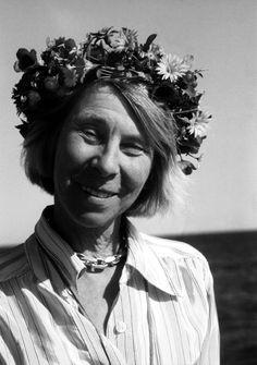 Tove Marika Jansson fue una escritora, ilustradora, historietista y pintora finlandesa en idioma sueco —el sueco es minoritario en Finlandia, pero se habla bastante en algunas zonas costeras.