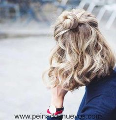Genial Corto y Ondulado Peinado