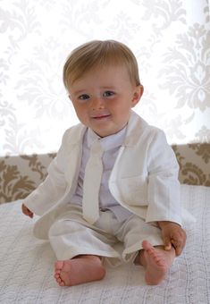 Handsome 4 piece suit consisting of ivory blazer, trousers, shirt and tie… Christening Gowns For Boys, Boy Christening Outfit, Little People, Beautiful Children, Baby Pictures, Kids And Parenting, Boy Outfits, Baby Boy, Flower Girl Dresses
