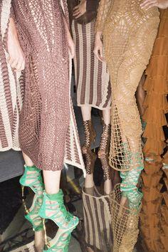 Balmain Spring 2016 Ready-to-Wear Fashion Show Beauty Balmain, Runway Fashion, High Fashion, Fashion Show, Paris Fashion, Trendy Fashion, Backstage, Valentino, Spring Summer Fashion