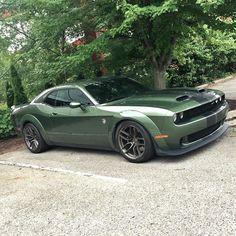 Cars Usa, Us Cars, Sport Cars, Dodge Trucks, Dodge Cummins, New Car Photo, Dodge Challenger Srt Hellcat, Good Looking Cars, Chrysler Jeep