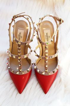 Valentino rockstud pumps in red ;) #valentino #red #pointytoe #studs