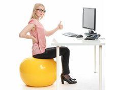 Rückenschmerzen? So bleiben Sie fit im Büro! | eatsmarter.de