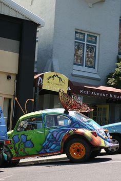 Foxy Shahzadi VW Art Car and the Rocking Alhabib Ejaz who Painted it Beetle Bug, Vw Beetles, Vw Modelle, Volkswagen Minibus, Bug Car, Porsche, Cute Cars, Old Cars, Vintage Cars