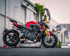 The all-new Brutale 1000 RR Worlds fastest hyper naked bike 208 HP top speed of over 300 KM/H. Mv Agusta Dragster, Bobber Motorcycle, Girl Motorcycle, Motorcycle Quotes, Moto Ducati, Triumph Motorcycles, Indian Motorcycles, Custom Motorcycles, Custom Bikes