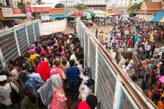 Tens of thousands of Cambodian migrant workers flee Thailand Cambodian migrants are returning to their country amid rumours of a violent cra. Migrant Worker, Thailand, Places To Visit, Country, Entertainment, News, Sports, Hs Sports, Rural Area