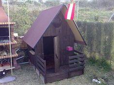 Así se hace una casita para niños para el jardín con tablas de palets