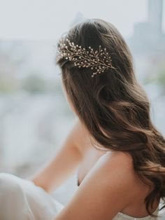 Golden Crystals Feather Bridal Hairpiece | SOFIE HEADPIECE: GOLDEN CRYSTALS –…