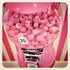 So funny to find this while I'm pinning! This is one of my pink gum ball machines! :) www.caseyscupcake.com