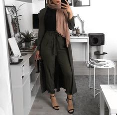 32 Trendy fashion hijab h&m Source by outfits hijab Modest Fashion Hijab, Modern Hijab Fashion, Street Hijab Fashion, Hijab Fashion Inspiration, Islamic Fashion, Muslim Fashion, Trendy Fashion, Fashion Muslimah, Modest Wear