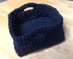 Corbeille crochet noire en ribbon xl => tuto par inspirations créatives : http://p9.storage.canalblog.com/91/08/1014282/87508806.pdf