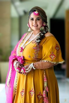 An arranged meeting that was meant to be, a stunning Anand Karaj and a bride who shined, this Delhi wedding was truly spectacular. Ishleen, as a bride, rocked each of her outfits effortlessly! Gowns For Plus Size Women, Plus Size Brides, Plus Size Fashion For Women, Plus Size Dresses, Plus Size Outfits, Pakistani Bridal Dresses, Indian Dresses, Indian Outfits, Indian Designer Outfits