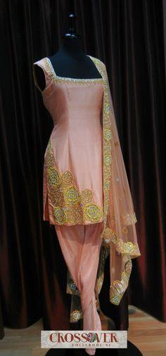 #pintrest@Dixna deol Patiala Dress, Patiala Salwar Suits, Punjabi Suits, Neck Patterns For Kurtis, Dress Patterns, Indian Suits, Indian Wear, Pakistani Dresses, Indian Dresses