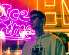 Neon sign portrait Iphone 8, Street Photography, Portrait Photography, Bright Lights, Neon Lighting, Urban, Diy And Crafts, Easy Diy, Hairstyle