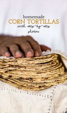 DIY Food Ideas : Learn How to Make Homemade Corn Tortillas with Step-By-Step Photos Making Corn Tortillas, Homemade Corn Tortillas, Mexican Food Recipes, Vegan Recipes, Masa Recipes, Mexican Desserts, Mexican Dishes, Drink Recipes, Dinner Recipes
