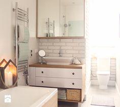 Gdynia stara kamienica - Średnia łazienka w domu jednorodzinnym z oknem, styl…