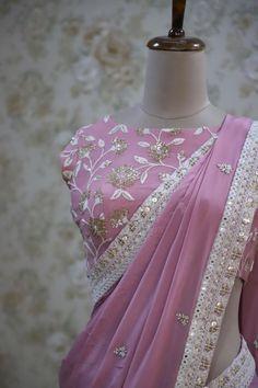 Crepe Saree, Chiffon Saree, Saree Dress, Sari Blouse Designs, Saree Blouse Patterns, Rajasthani Mehndi Designs, Indian Skirt, Wedding Silk Saree, Simple Sarees