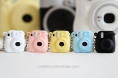 Under A Cherry Tree: Itty Bitty Instax Camera Polymer Clay Kawaii, Polymer Clay Charms, Polymer Clay Miniatures, Mini Choses, Crea Fimo, Instax Mini Camera, Mini Craft, Cute Keychain, Keychains
