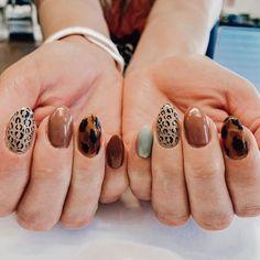 Simple Fall Nails, Cute Nails For Fall, Nail Art For Fall, Fall Nail Art Autumn, Fall Nail Art Designs, Acrylic Nail Designs, Thanksgiving Nails, Fall Acrylic Nails, Minimalist Nails