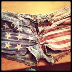 How to Make American Flag Shorts on DIYbitch.com !! So cute and easy!