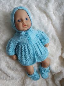Linmary Knits: Alice Matinee Jacke, Kleid, Haube und Stiefeletten - www. Linmary Knits: Alice Matinee Jacke, Kleid, Haube und Stiefeletten - www. Crochet Jacket Pattern, Knitted Doll Patterns, Baby Cardigan Knitting Pattern, Knitted Dolls, Baby Knitting Patterns, Baby Patterns, Free Knitting, Free Crochet, Free Doll Clothes Patterns
