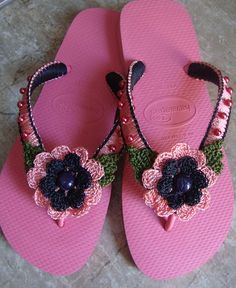 chinelo decorado com crochê
