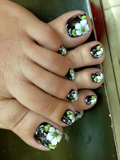 30 Gorgeous Nailart Ideas That Would Leave You Speechless - Page 3 of 3 - Style O Check Pedicure Designs, Pedicure Nail Art, Diy Nail Designs, Toe Nail Art, Pretty Toe Nails, Cute Toe Nails, Fancy Nails, Feet Nails, Toenails