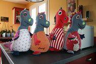 Et voici une invasion de dragons fait avec d'anciens pyjamas d'enfants et des jeans. venez visiter ma boutique www.creasof-creations-originales.com.