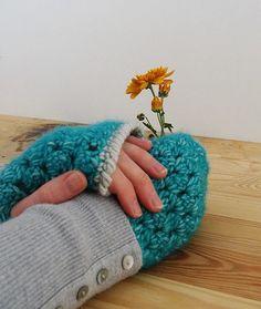 Crochet bobble stitch wrist warmers | Happy in Red