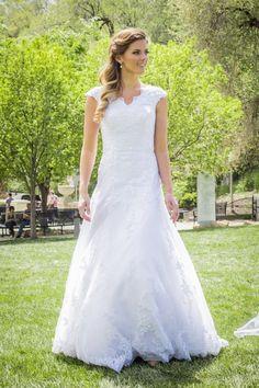 Kate - www.clairecalvi.com - Claire Calvi Bride - modest wedding dress, lace wedding dress, wedding dress with sleeves, modest, romantic wedding dress, retro wedding, vintage wedding