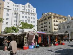 Merchants come from all over Africa to sell their wares at Greenmarket Square in the centre of Cape Town, South Africa Cap Town, Best Honeymoon, Cape Town South Africa, Table Mountain, Beach Tops, Most Beautiful Cities, Africa Travel, Live, Old Houses