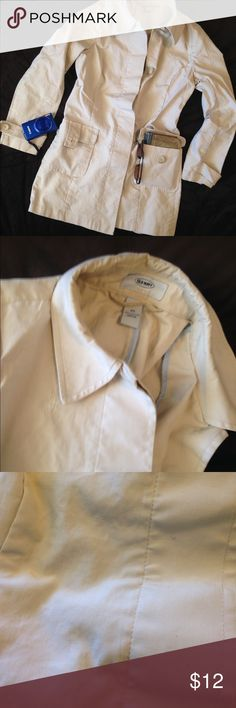 Old Navy Tan Cream Trench coat XS Used trench coat. Shows signs of wear. Small spots may come out with stain treatment. Still a lot of life left to give. Old Navy Jackets & Coats Trench Coats