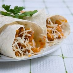 Looking for a casual dish to make during the busy workweek? Slow Cooker Two Bean Burritos fits the bill. This vegetarian burrito is also packed with healthy ingredients that you can feel good feeding to your family. Weight Watchers Slow Cooker Recipe, Weight Watchers Meals, Slow Cooker Recipes, Crockpot Recipes, Chicken Recipes, Low Calorie Smoothie Recipes, No Calorie Foods, Ww Recipes, Vegetarian Recipes