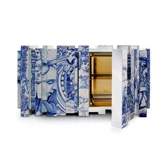 The Heritage luxury sideboard honor the Portuguese hand painted tiles. This piece presents a different number of layers, where each one tells a different story.