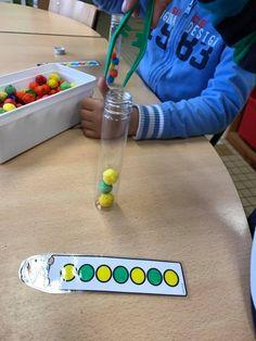 pomponnetjes in de juiste vçcxxxzzAAAÀAAßßßĎĎHĶĶLLĹvolgorde Motor Skills Activities, Kindergarten Activities, Preschool Activities, Math For Kids, Fun Math, Math Patterns, Montessori Practical Life, Creative Curriculum, Kids Education