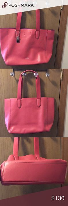 Coach hot pink Derby tote🌸! Beautiful hot pink Coach Derby tote!!🌸😍! No wear, stains or rips on outside of bag!🌸 Pretty much brand new condition! Used only once and just sitting in my closet😍!! Pretty purple interior! Make an offer!!!😍🌟 Coach Bags Totes